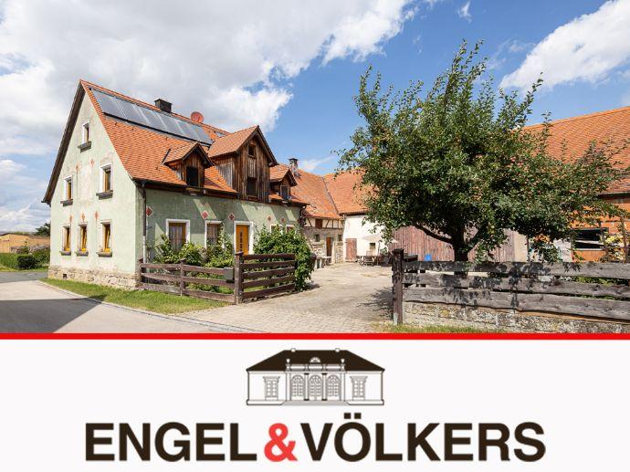 Ländliches idyllisches Familienhaus mit Hofstelle