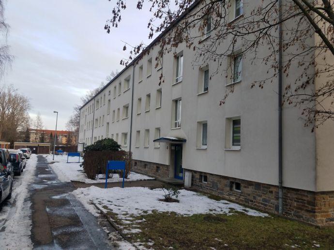 Super 3-Raum Wohnung mit Einbauküche und Balkon zu vermieten