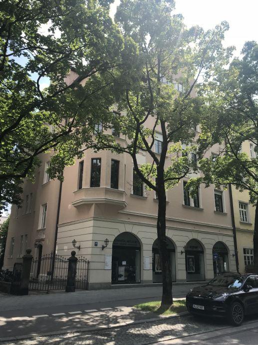 München-Schwabing: Wunderschöne, geräumige 3,5-Zimmer-Altbauwohnung mit Wohnküche