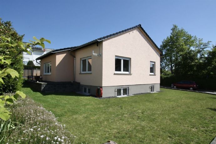 ***Kleines Wohnreich mit großem Potenzial... freist. Einfamilienhaus... mitten in Idsteins BESTLAGE!