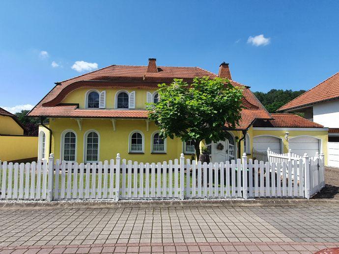 Große Villa mit Charme in