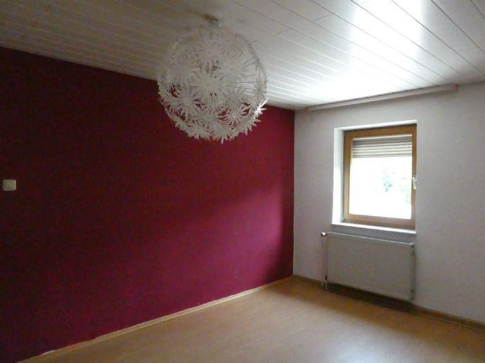 Gemütliche 3-Zimmer-DG-Wohnung Gartenmitbenutzung und Garage in