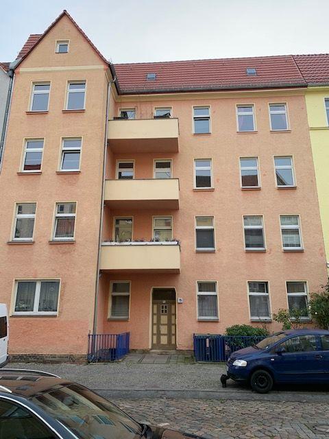 komfortable 3-Zimmer-Wohnung mit zwei Balkonen in Westend, Erstbezug nach kompletter Modernisierung