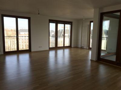 Westend-Nord, 3-Zimmer,1 Wohn-Esszimmer mit amerikanischer Küche, 2 Bäder, Balkon, Loggia