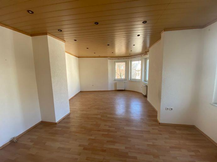 *NOTVERKAUF* Schöne renovierte 7 Zimmer Wohnung