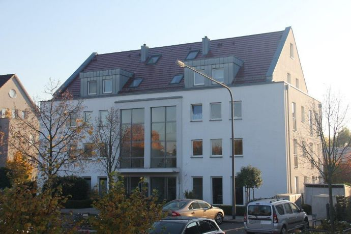 Zur Angebotsübersicht 3-Zimmer-Maisonette-Wohnung mit Balkon und Skyline/ Taunus-Blick