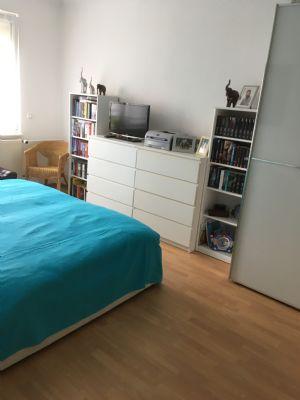 lichtdurchflutete 2 raum wohnung mit gro em balkon zu. Black Bedroom Furniture Sets. Home Design Ideas