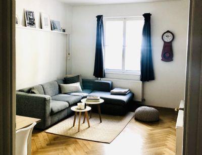 Stilvolle 3-Zimmer-Wohnung mit Balkon und Küche in Schwabing