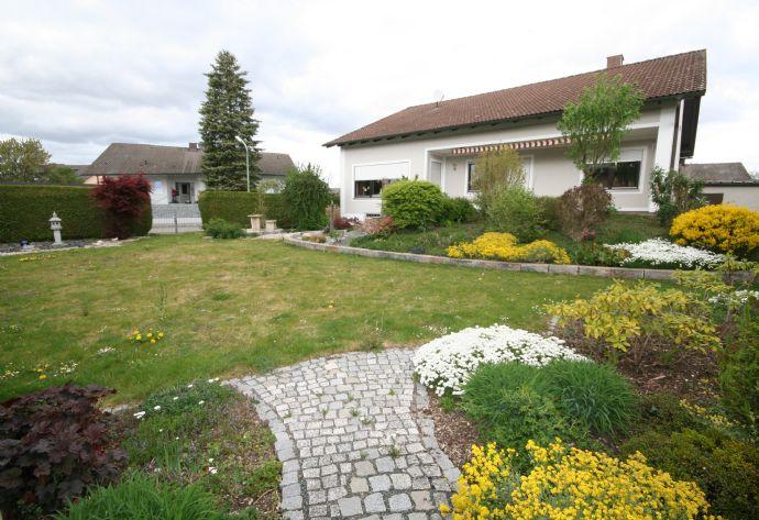 Manching: Ausbaubar zum Zweifamilienhaus! Sofort frei! Sehr gepflegtes Wohnhaus mit viel Potential in angenehmer Wohnlage! 558 m² Grundstück!