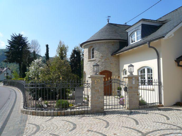 Traumhafte Villa Mit Parkanlage, 3 Km Von Saarburg U0026 22 Km Bis Grenze  Luxemburg (Wormeldange) Villa Serrig (2L66T47)