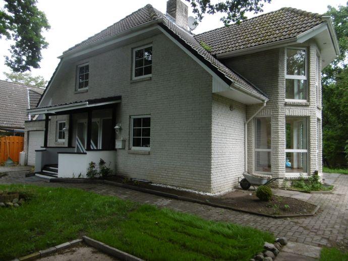 Freistehendes Einfamilienhaus !!!Ein Traum in WEIß!!! mit Garten, Terrasse, Stellplatz und Garage.