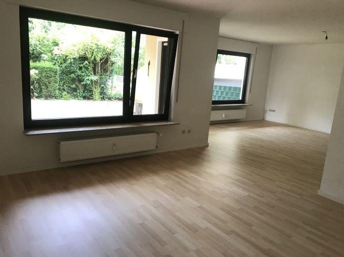 Moderne 4-Zimmer-Wohnung mit Garten und Garagenstellplatz