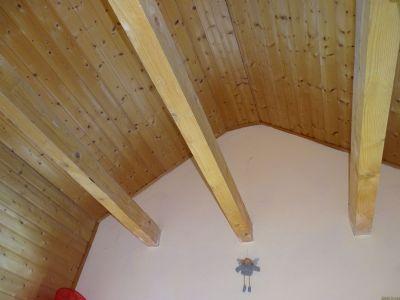 Obergeschoss Gauben mit Holz verkleidet