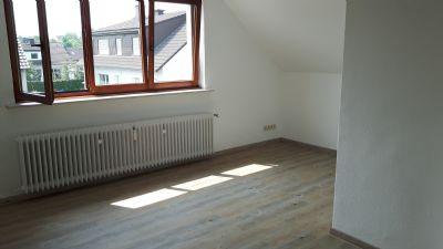 Vollständig renovierte 3-Zimmer-Dachgeschosswohnung mit EBK in Werl- Büderich