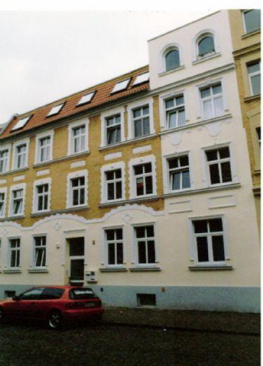 Schöne, renovierte 2 Raum-Wohnung , 61 m², Bad mit Wanne + Dusche, Keller