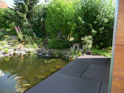 Gartenteich mit Gartenhausveranda