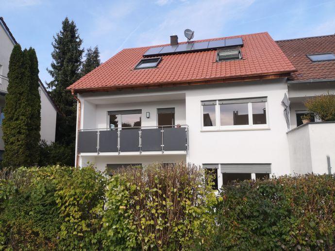Komplett neu renovierte 3,5 Zimmer Wohnung mit Balkon und eigenem Gartenteil in Leinfelden-Oberaiche