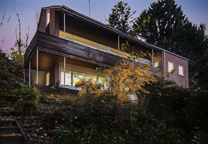 10 Zi.-Landhaus in Hanglage mit Seeblick