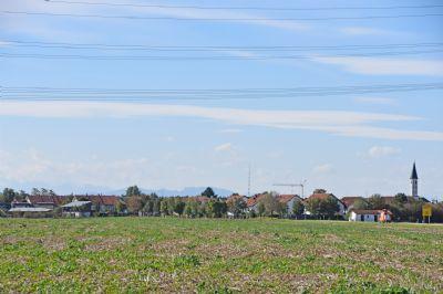 Grasbrunn mit Bergblick