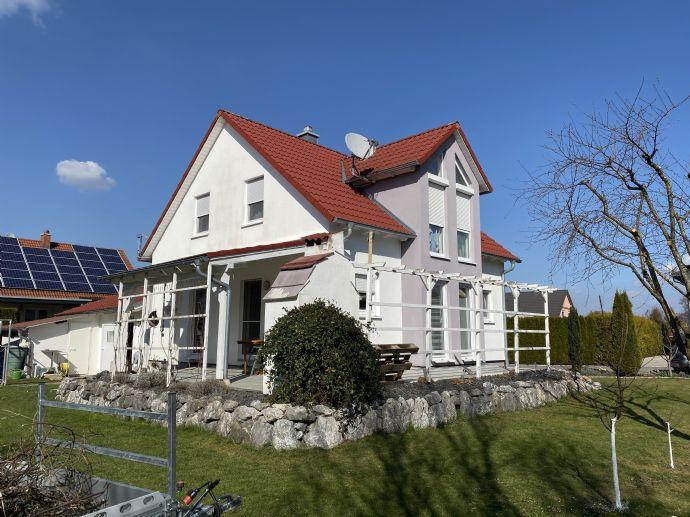 Schönes Vollbesonntes Einfamilienhaus mit Doppelgarage