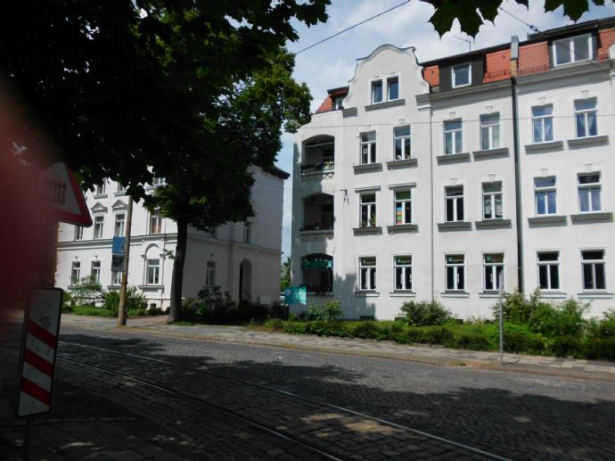 Großzügige Etagenwohnung mit neuer EBK in einem denkmalgeschützten Haus