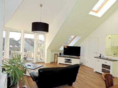 schickes 2 zimmer studio mit klimaanlage und umlaufendem balkon in pulheim sonnenseite. Black Bedroom Furniture Sets. Home Design Ideas