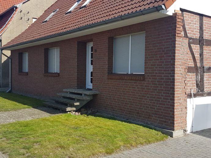 Modernisiertes Zweifamilienhaus mit zusätzlichem Gästehaus
