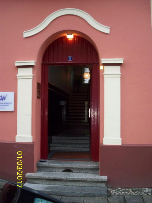 Komplett Möblierte Helle 25 Zimmer Wohnung Mit Balkon