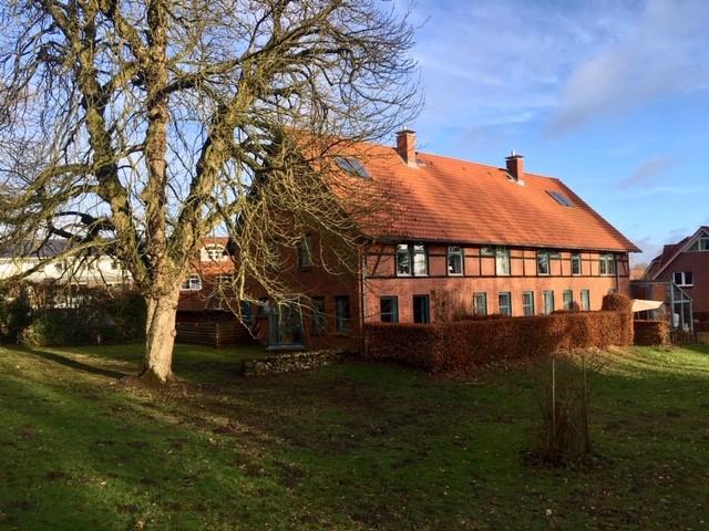 Traumhafte Galerie-Wohnung in umgebautem, historischem Stallgebäude in zentraler Lage Horneburgs.