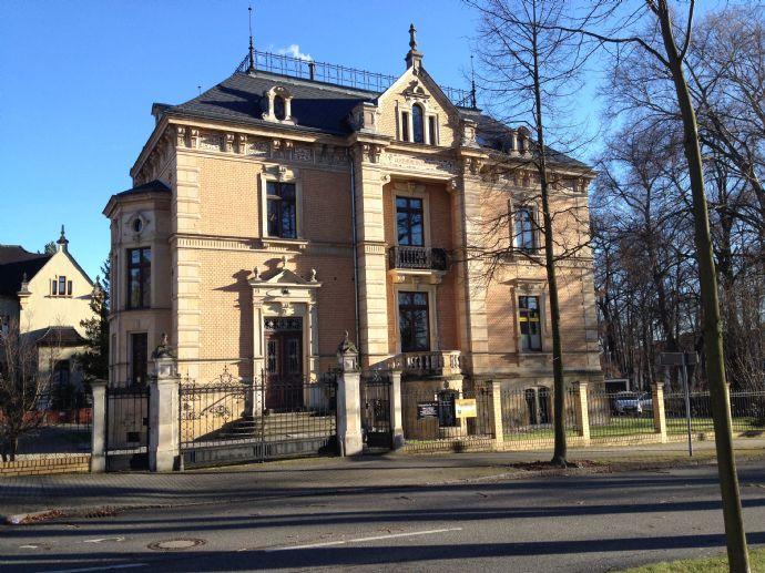 Sanierte- 2 Zimmer-Wohnung ( 55,6 qm) in stilvoller Villa in der Weinau