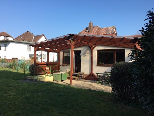 Kleines Einfamilienhaus mit Carport und großem Garten!