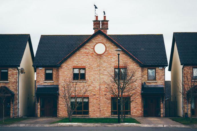 Neuwertige Doppelhaushälfte mit Garage in Linden