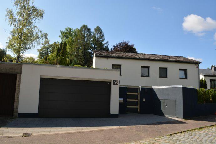 Modernes Einfamilienhaus mit Schwimmbad, Wellnessoase und viel Platz in ruhiger Wohnlage