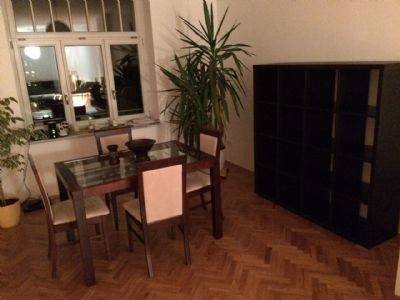 gro er s dbalkon ankleide wohnung mit parkett. Black Bedroom Furniture Sets. Home Design Ideas