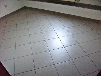 Boden in Küche neu gefliest !