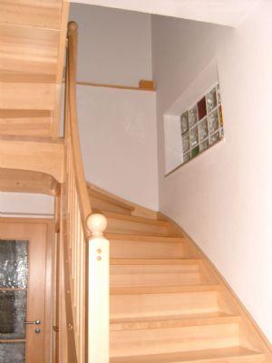 Treppe mit Eingangstür