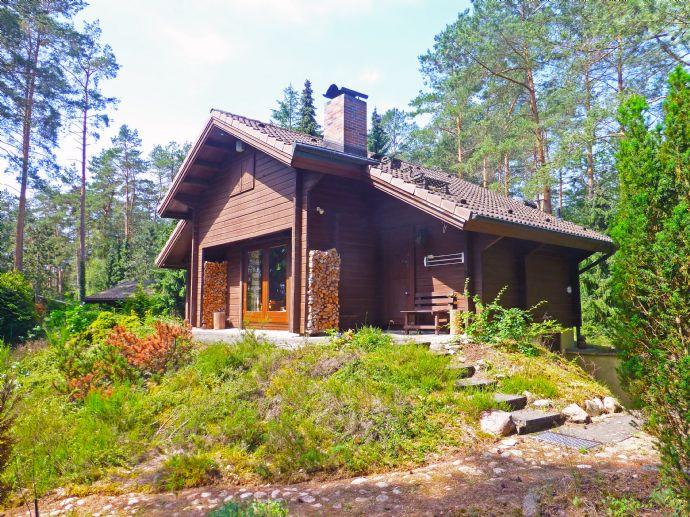 Blockhausvilla Top-Zustand auf Natur-Waldgrundstück! Gepflegt und ruhig Wohnen mit Top-Ausstattung!