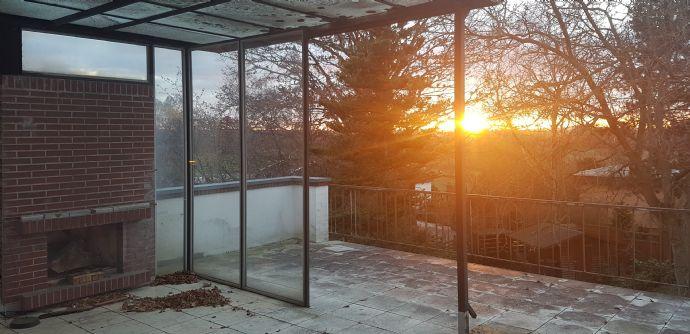 Helle, vollständig renovierte 4-Zimmer-Wohnung in bester Wohnlage mit großer Terrasse und Kamin