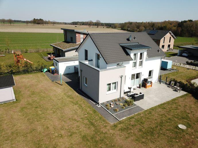 Neubau! KfW 70 Modernes Energieeffizientes 5 Zimmer Einfamilienhaus