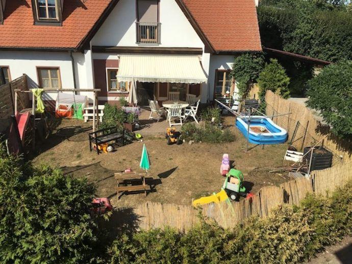 DHH in Neustadt - Ortsrand mit Garten und Carport - 5 Zi