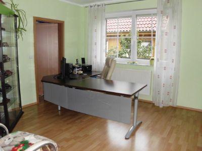 Zimmer im EG - z.Z. Büro