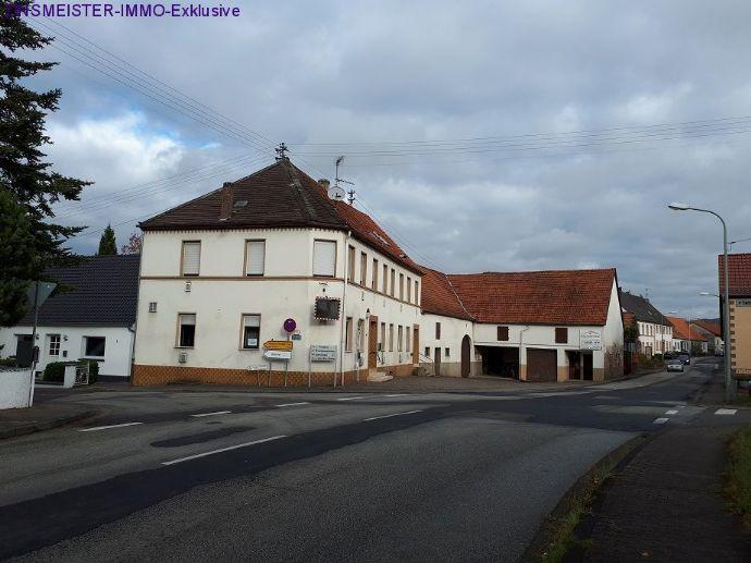 ehemalige Gaststätte mit Wohnhaus und Scheune