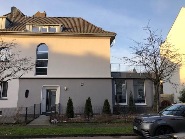 Erstbezug nach Sanierung: 3,5 Zi. in Krefeld-Uerdingen mit großer Terrasse im 1. Stock