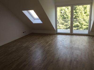 2 zimmerwohnung im dg mit offener wohnk che und balkon. Black Bedroom Furniture Sets. Home Design Ideas