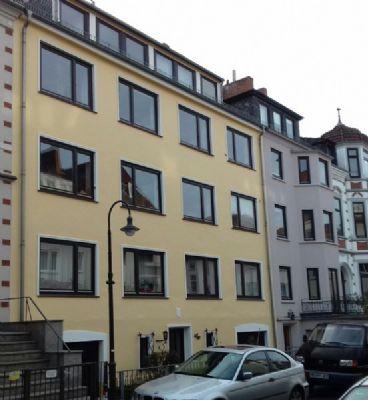 In Peterswerder ist  eine  2-3 Zimmerwohnung, ca.75 qm groß, mit Südwestbalkon in ruhigem Haus in ruhiger Wohnstraße  zu verkaufen.