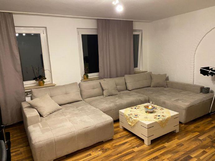 3-Raum-Wohnung mit EBK, Balkon und Bad mit Wanne zu vermieten
