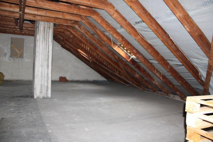 Ausbaufähiger Dachboden in ruhiger Wohnlage