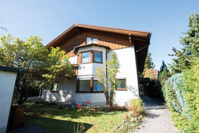 Sehr schönes Mehrfamilienhaus mit viel Platz für große Familien in absoluter Toplage von Neubiberg