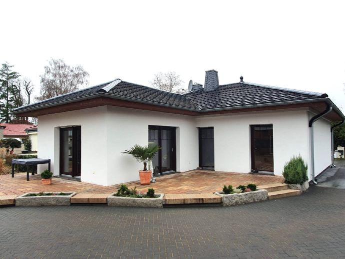 Hochwertiger Luxus-Bungalow mit exklusiver Küchenlandschaft und großem Nebengebäude in Kremmen