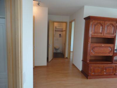 Blick von Wohnzimmer Richtung Gäste-WC